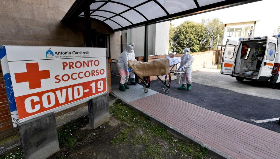 Blisko 14 tys. osób zmarło z powodu koronawirusa we Włoszech /CIRO FUSCO /PAP/EPA