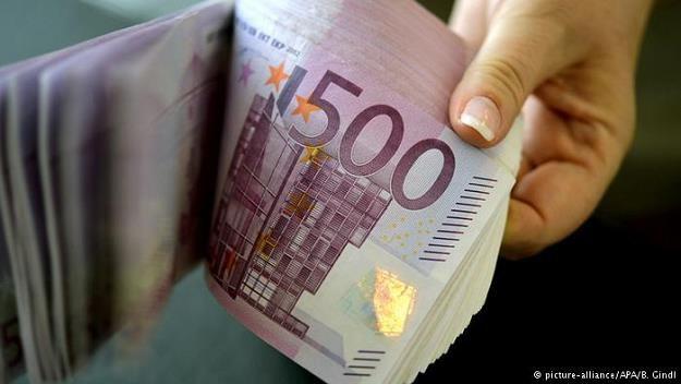 Blisko dwa miliardy euro leżą w niemieckich bankach na kontach zmarłych klientów /Deutsche Welle