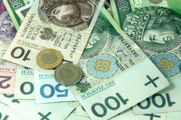 Blisko połowa firm zamierza zwiększać wynagrodzenia /123RF/PICSEL
