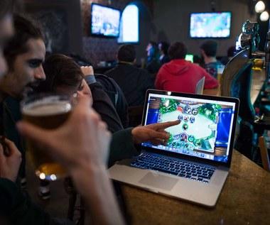 Blizzard zbiera ogromną krytykę po zawieszeniu gracza z Hongkongu