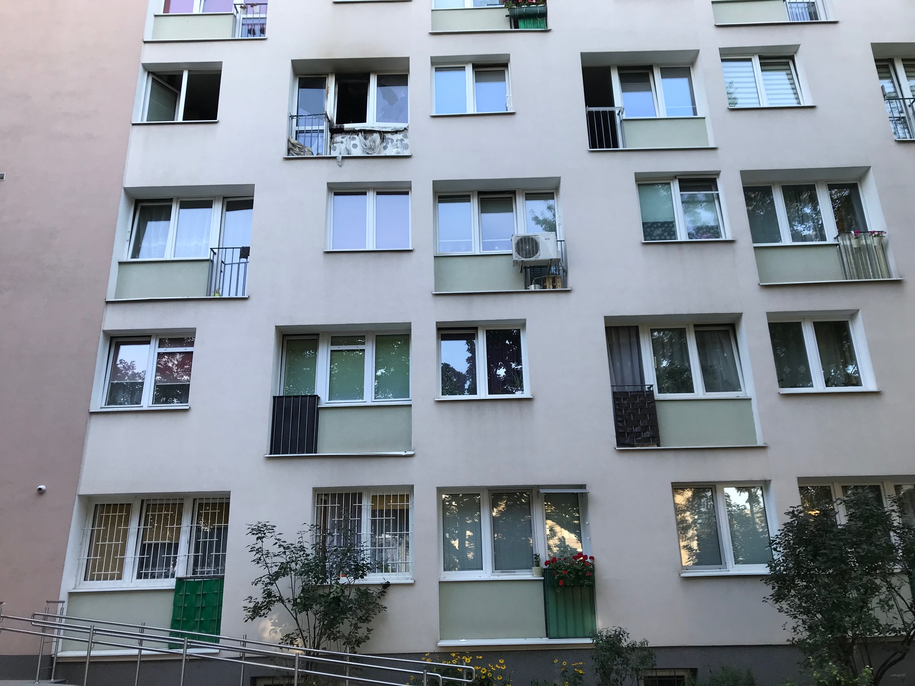Blok przy ulicy Okopowej, gdzie doszło do eksplozji /Grzegorz Kwolek /