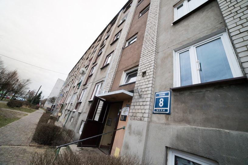Blok w Piotrkowie Trybunalskim, w którym przed laty mieszkał Mariusz T. /PAP