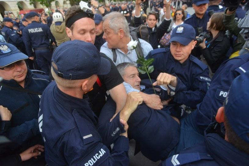 Blokada miesięcznicy smoleńskiej; Na zdjęciu: Władysław Frasyniuk /Witold Rozbicki /Reporter