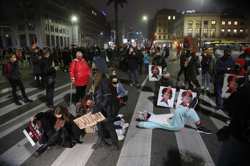 Blokada ronda de Gaulle'a w Warszawie /Wojciech Olkuśnik /PAP