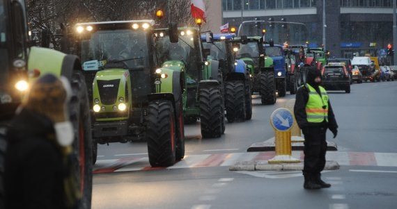 Blokady dróg krajowych planują rolnicy z kilku regionów /Marcin Bielecki /PAP
