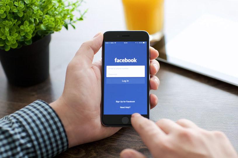 Blokowanie konta po wpisaniu zakazanej frazy dotyczy także aplikacji Messenger na urządzeniach mobilnych. /123RF/PICSEL