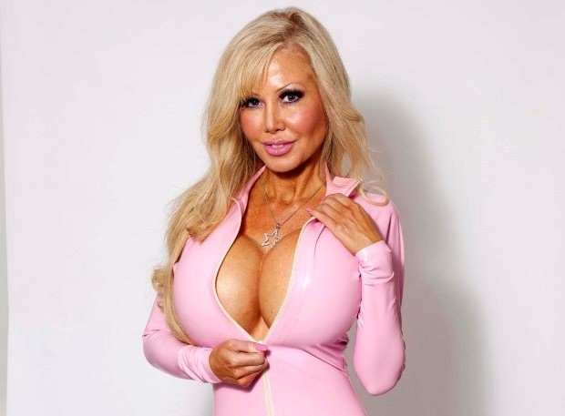 Blondie Bennett chce być najlepszą z żyjących lalek Barbie /YouTube