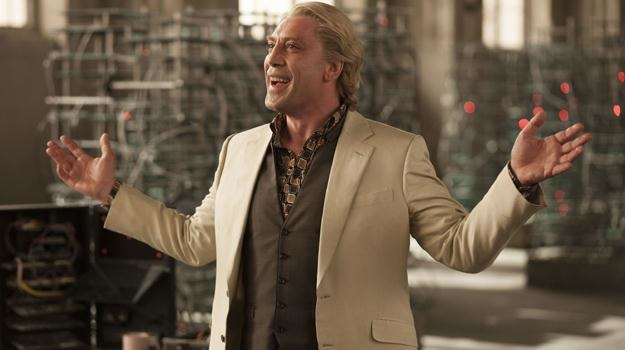 """Blondwłosy tym razem Javier Bardem w scenie z filmu """"Skyfall"""" /materiały dystrybutora"""