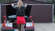 Blondynka chce kupić auto za 12 tys. zł.  Doradzicie jej?