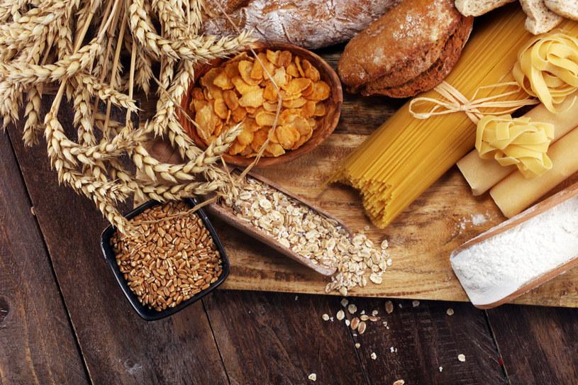 Błonnik wspomaga wydalanie cholesterolu /123RF/PICSEL