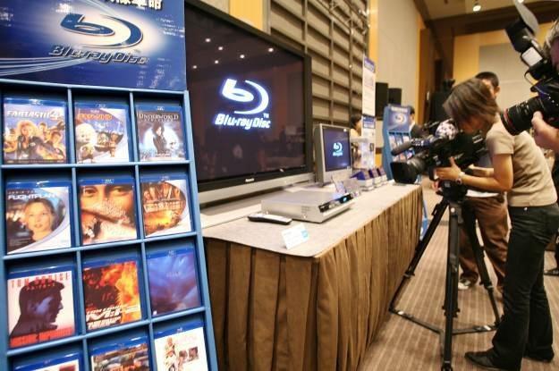 Blu-ray - sprzedaż filmów na błękitnych krążkach rośnie /AFP