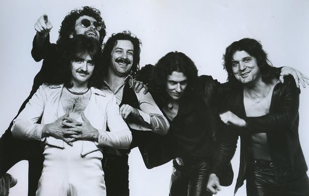 Blue Öyster Cult w 1977 roku (Allen Lanier drugi z prawej) /