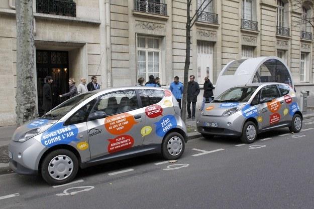 Bluecary na ulicach Paryża /AFP