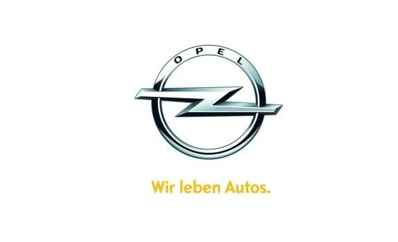 Błyskawica zdobi auta Opla od 1963 r. Obecną wersję logotypu wprowadzono w 2008 r. /Opel