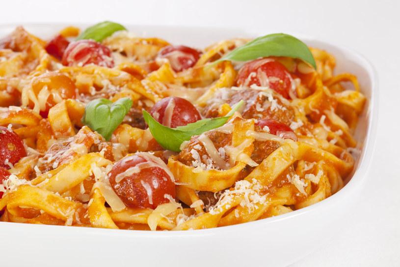 Błyskawiczne tagliatelle z pomidorami /123RF/PICSEL