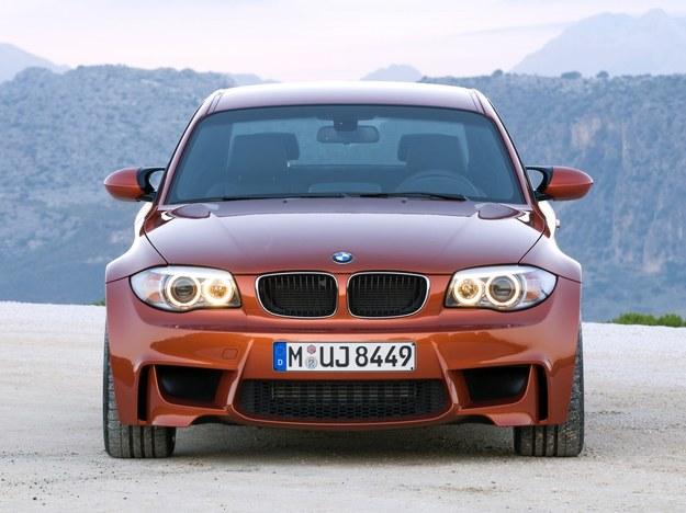 BMW 1M produkowano bazie odmiany Coupe. Model jest szerszy od bazowego o 55 mm. /BMW