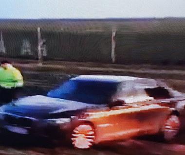 BMW 7 prezydenta w rowie. Pękła opona run-flat?