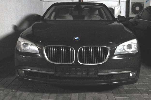 BMW 740 którym jeździł prezes Amber Gold Marcin P. Fot. Wojciech Stróżyk /Reporter