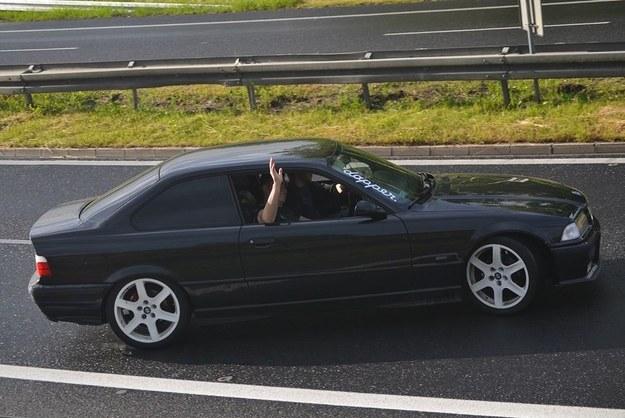 """BMW driftujące na """"patelniach"""" / fot. Marcin (facebook/Patelnia Chabówka) /"""