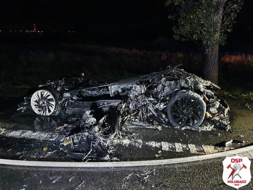 BMW i8 ma nadwozie z tworzywa sztucznego, dlatego z auta zostało tak niewiele /