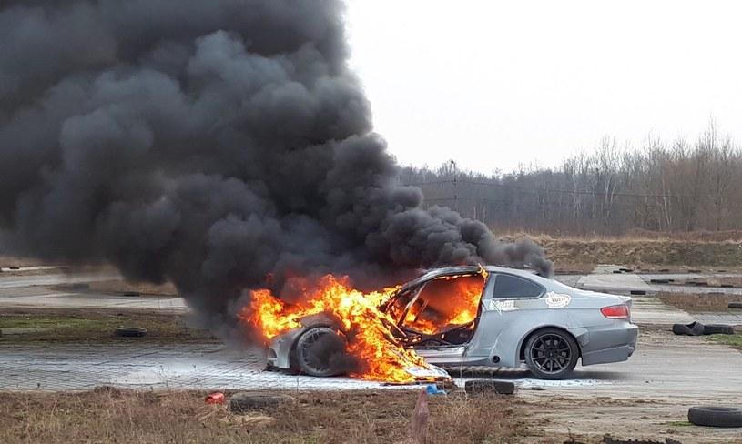 BMW M3 E92, przygotowane do driftu, nagle stanęło w płomieniach /