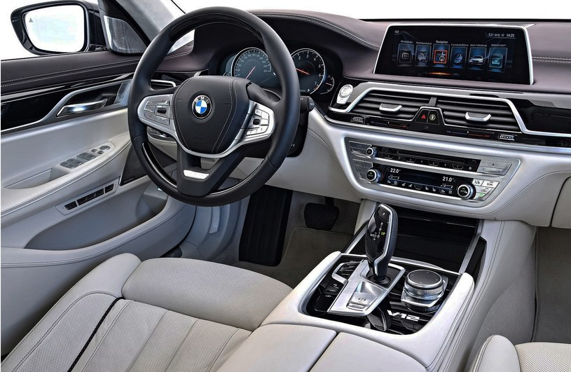 BMW M760Li xDrive /