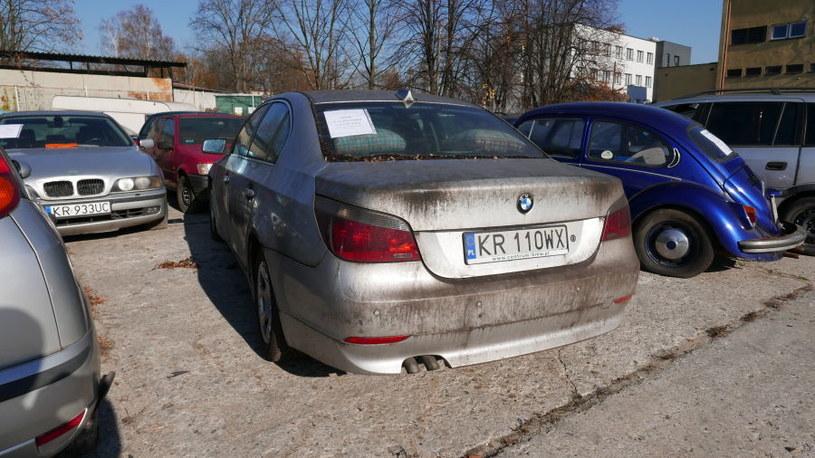 BMW serii 5 z roku 2003 wystawione na aukcji w Krakowie. Cena to 12 tys. zł / Fot: Zarząd Dróg Miasta Krakowa /
