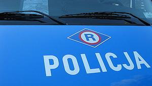 BMW uderzyło w latarnię. Dwie osoby ranne
