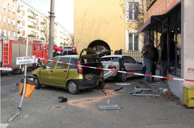 BMW wpadło na chodnik... /RMF