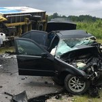 BMW z maturzystami uderzyło w busa, zginął 19-letni chłopak