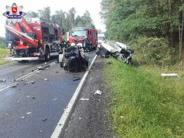 BMW zderzyło się czołowo z cieżarówką /