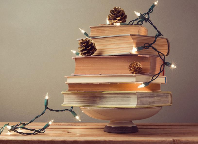 Bo książka to najlepszy prezent pod choinkę /123RF/PICSEL