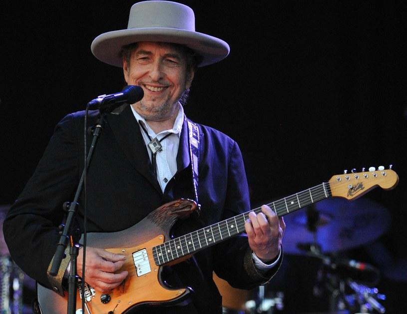 Bob Dylan, który przebywa w Szwecji w związku z trasą koncertową w tym kraju, otrzymał z rąk Akademii Szwedzkiej dyplom noblowski i medal noblowski /AFP
