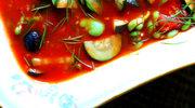 Bób z duszoną cukinią, oliwkami i pomidorami malinowymi