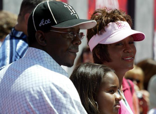 Bobby Brown, Bobbi Kristina i Whitney Houston w 2004 roku - fot. Frazer Harrison /Getty Images