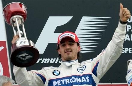 """""""Bobby"""" Kubica świętuje na podium drugie miejsce w Japonii /AFP"""