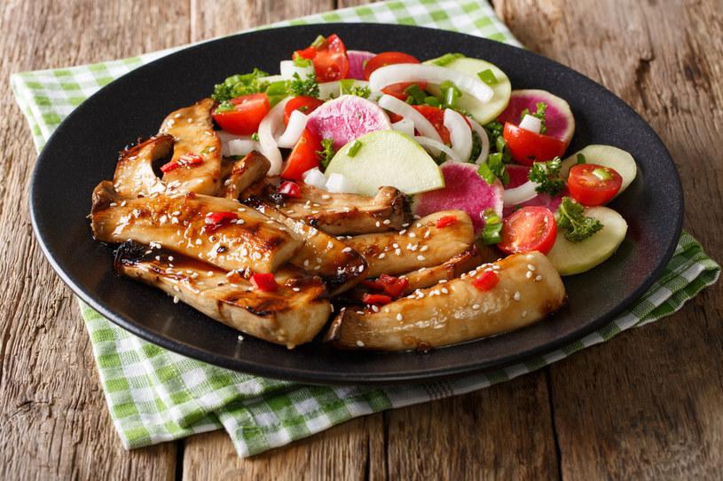 Boczniaki mogą być dobrym zamiennikiem dla mięsa drobiowego lub wieprzowego /123RF/PICSEL