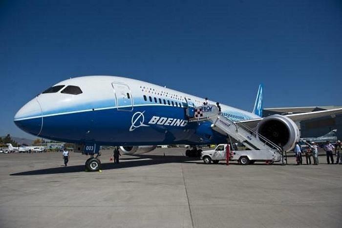 Boeing 747 - ostatnim etapem autonomicznych samolotów byłyby maszyny dla pasażerów /AFP