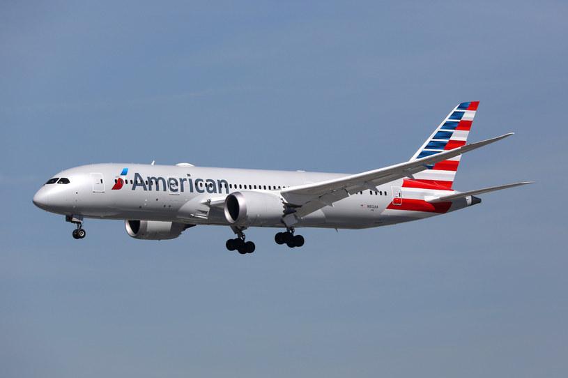 Boeing 787-8 Dreamliner w barwach American Airlines /123RF/PICSEL