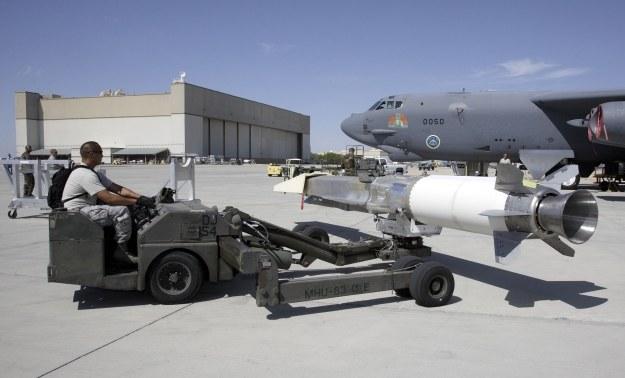 Boeing X-51A Waverider przed podczepieniem do skrzydła B-52 /AFP