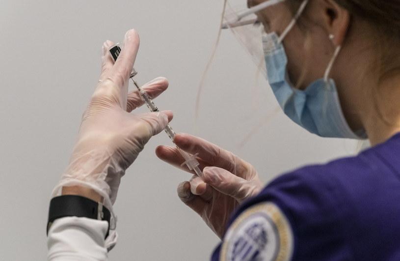 Bogaci Amerykanie chcą kupować szybszy dostęp do szczepionki, zdj. ilustracyjne /STEPHEN BRASHEAR /PAP/EPA