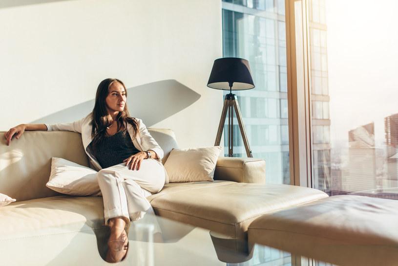 Bogaci stawiają na minimalizm /123RF/PICSEL
