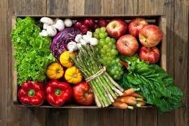 Bogactwo owoców i warzyw /© Photogenica
