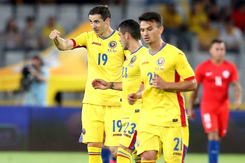 Bogdan Stancu (z lewej) cieszy się z gola w meczu z Chile /PAP/EPA