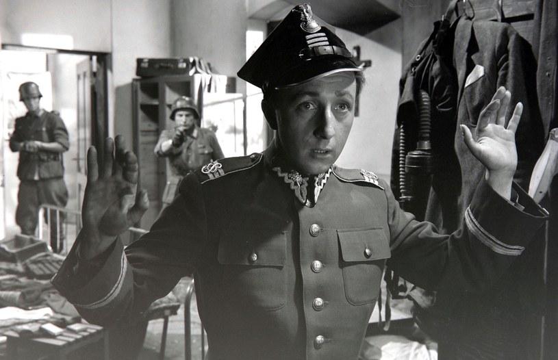 """Bogumił Kobiela w filmie """"Zezowate szczęście"""" (1960) /East News/POLFILM"""