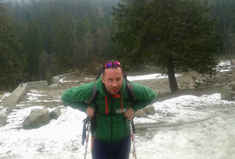 Bogusław Leśnodorski w poszukiwaniu śniegu w polskich Tatrach. /Tomasz Krzyżanowski /INTERIA.PL