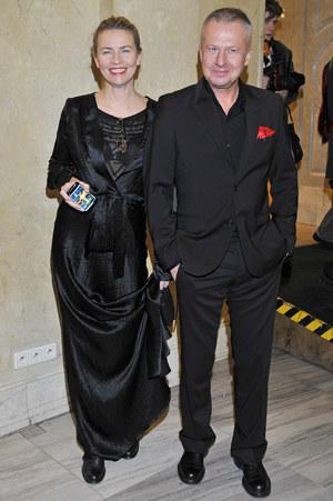 Bogusław Linda z żoną, fotografką i modelką Lidią Popiel. Są razem już 20 lat. Mają córkę Olę. /fot  /AKPA