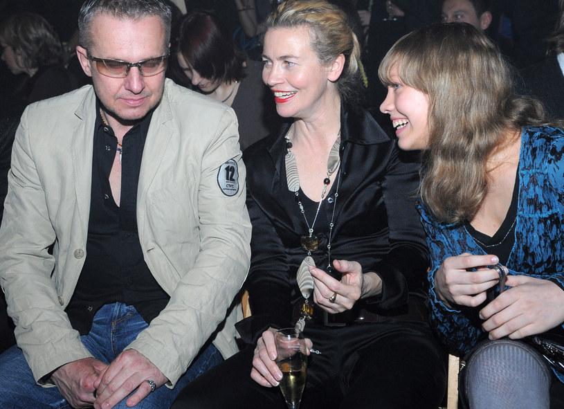 Bogusław Linda z żoną i córką /Andras Szilagyi /MWMedia