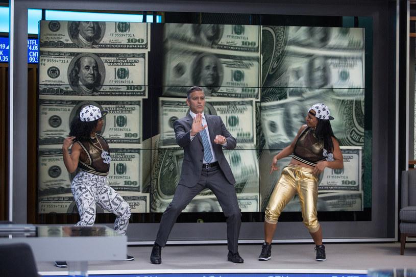 Bohater George'a Clooneya udziela porad finansowych... tańcząc /materiały dystrybutora