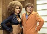 Bohaterowie filmu: Foxxy Cleopatra (Beyonce Knowles) i Austin Powers (Mike Myers) /